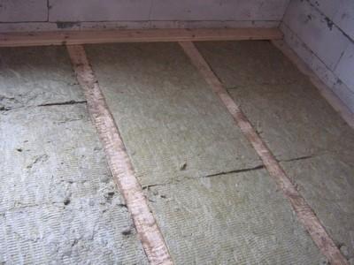 В качестве утеплителя - плиты из минеральной ваты