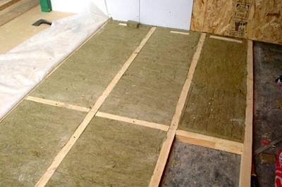 При необходимости, можно придать такому полу дополнительные термоизоляционные качества