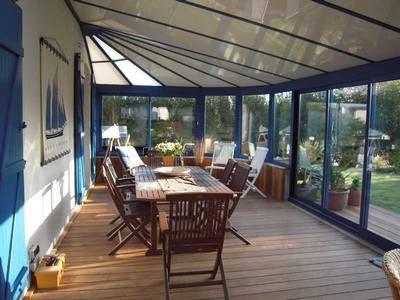 Покрытие пола декингом - отличное решение для балконов и веранд