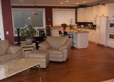 Чем покрыть пол в квартире