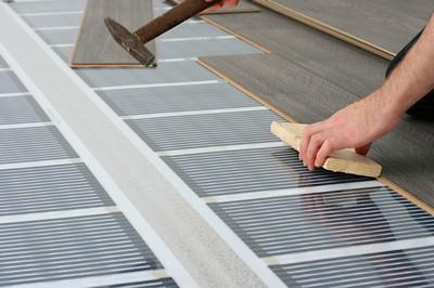 При монтаже ламинированных панелей поверх инфракрасного теплого пола следует проявлять особую аккуратность