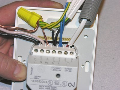 Подключение кабелей к клеммам терморегулятора