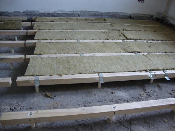 Монтаж пола на лагах поверх бетонного основания