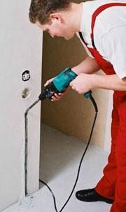 Монтаж терморегулятора и формирование канавки для монтажных концов нагревательных секций