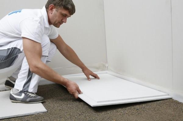 Сухую стяжку из мелкого керамзита и гипсоволокнистых плит можно использовать прямо поверх бетонного основания