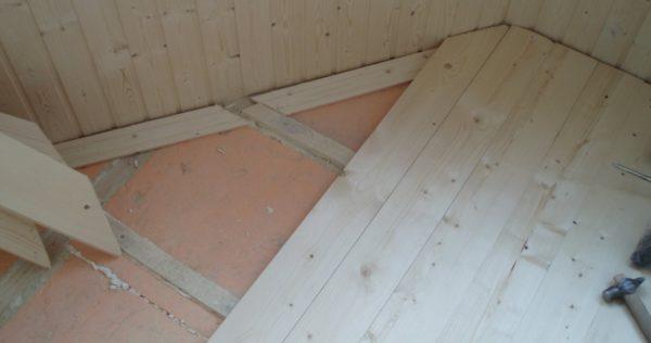 Укладка напольной плитки или деревянных планок