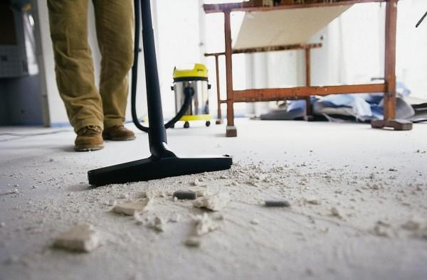 Помещение, предназначенное под заливку, необходимо тщательно очистить от грязи и мусора