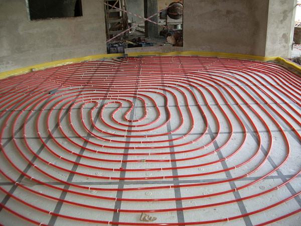 Водяной теплый пол может полностью заменить отопление радиаторами