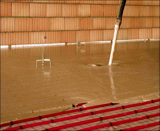 Выбирайте толщину стяжки, которая позволит теплому полу функционировать эффективно и безопасно