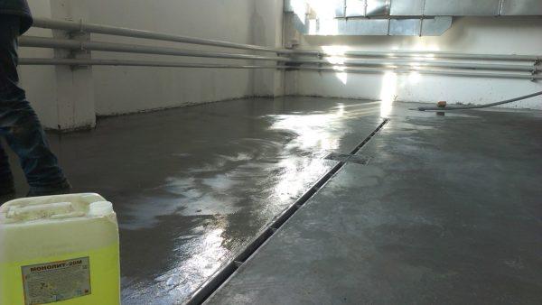 Для пропитки бетонного пола лучше использовать качественные средства