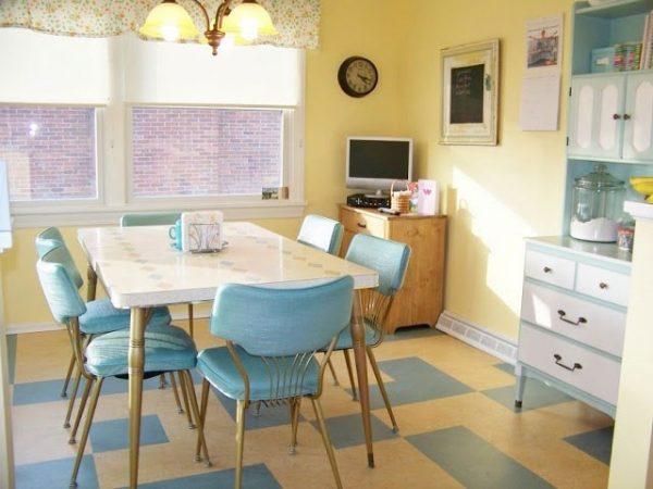 Еще одна кухня в стиле кафе с напольным покрытием из винила