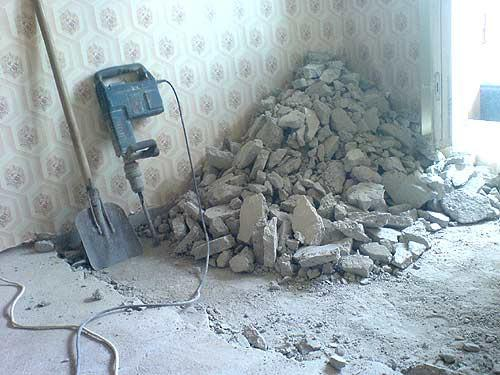 Как работать с отбойным молотком при снятии бетонной стяжки