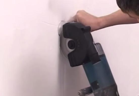 Канавка для прокладки гофры должна быть 2 см шириной