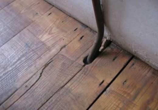 Мелкие щели в полу