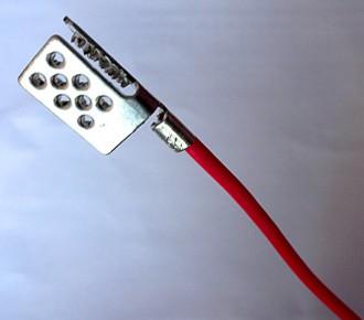 Обжать соединительные электрические провода контактным зажимом