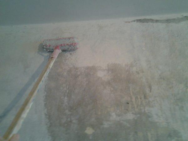 Обработка поверхности грунтовкой