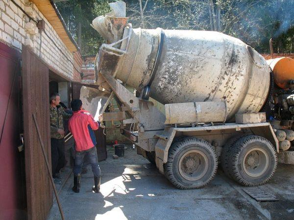 Подача бетона из миксера