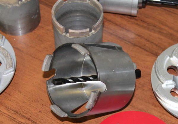 По типу двигателя установки алмазного бурения подразделяются на бензиновые, электрические и гидравлические