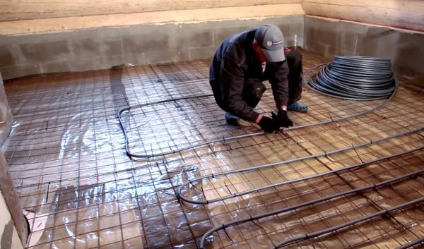 Процесс укладки труб теплого пола осуществляется в точном соответствии с проектом