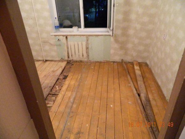Ремонтируем деревянный пол. Снимаем старые доски