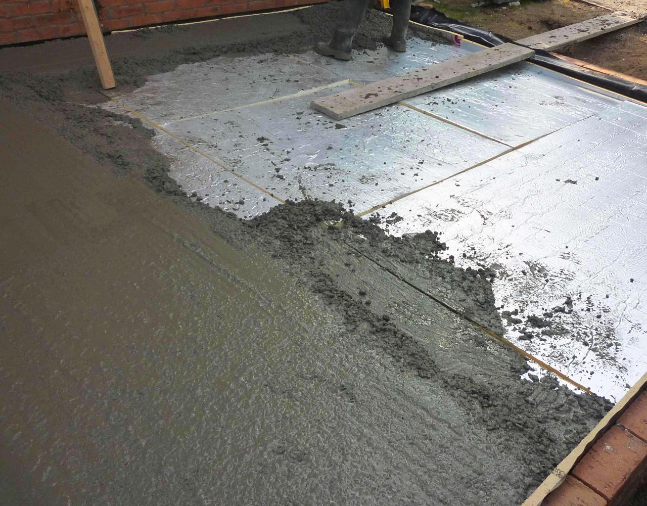 Заливка пола в квартире цементным раствором как штукатурить стены цементным раствором по маякам