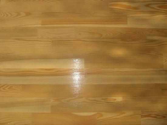 С поомощью масла можно надежно защитить пол от влаги