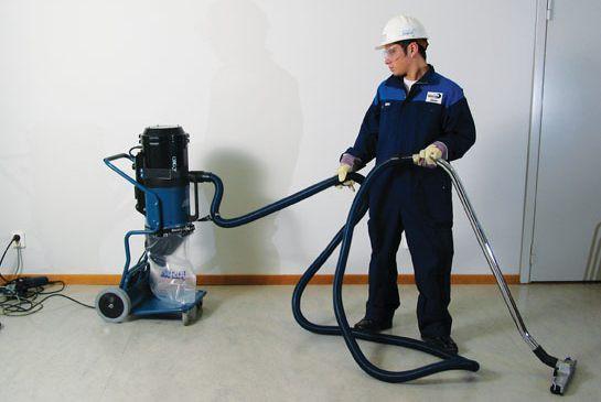 Удаление пыли промышленным пылесосом