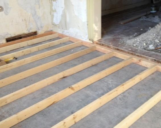 Уложенные на бетон лаги