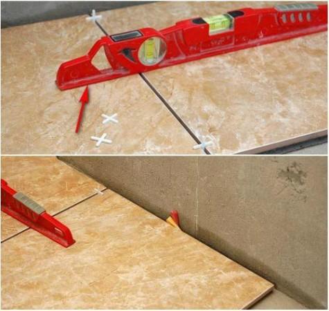 Выровняв по линии плитки, вставить между ними крестики, а со стороны стены для фиксации от случайного сдвига вставить клинья