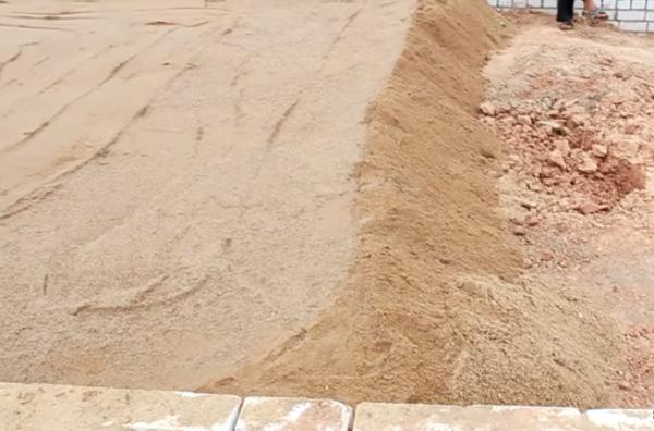 Засыпка песчаного слоя