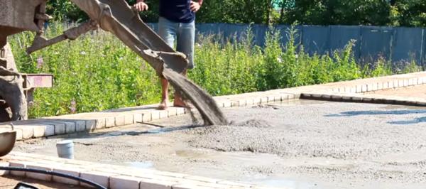 Заливка слоя тощего бетона