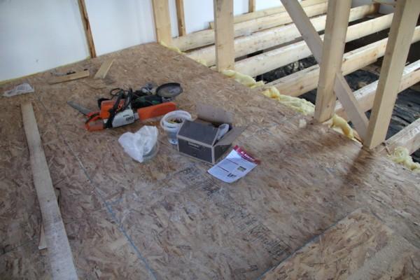 OSB крепится к деревянной сетке пола 45 мм саморезами