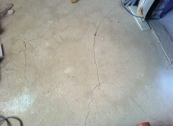 Стяжка может потрескаться, если в смеси будет слишком мало песка