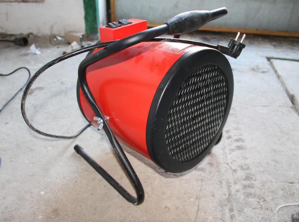 На фото тепловая пушка для просушки бетонного пола