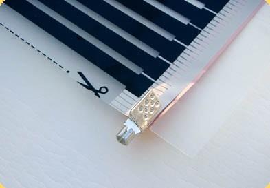 Установленный на термопленку контактный зажим