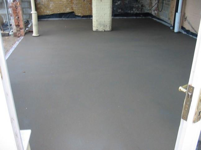 Цементная выравнивающая стяжка в гараже