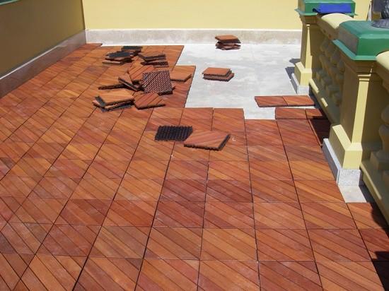 Выполнение работ по укладке плитки на балконе