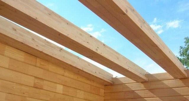 Технология возведения балок в деревянном доме путем врубки их в верхний венец дома
