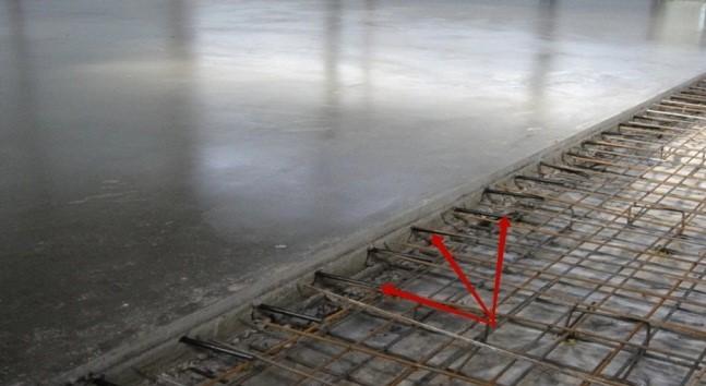 Горизонтальные короткие выпуски арматуры обеспечат хорошее сцепление при устройстве разграничительного шва