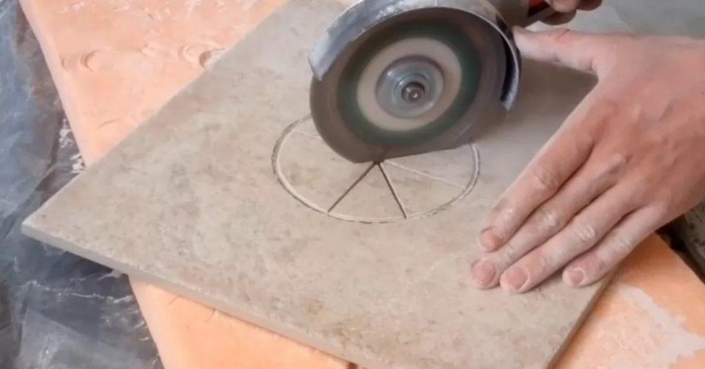 Круглое отверстие в плитке при помощи болгарки
