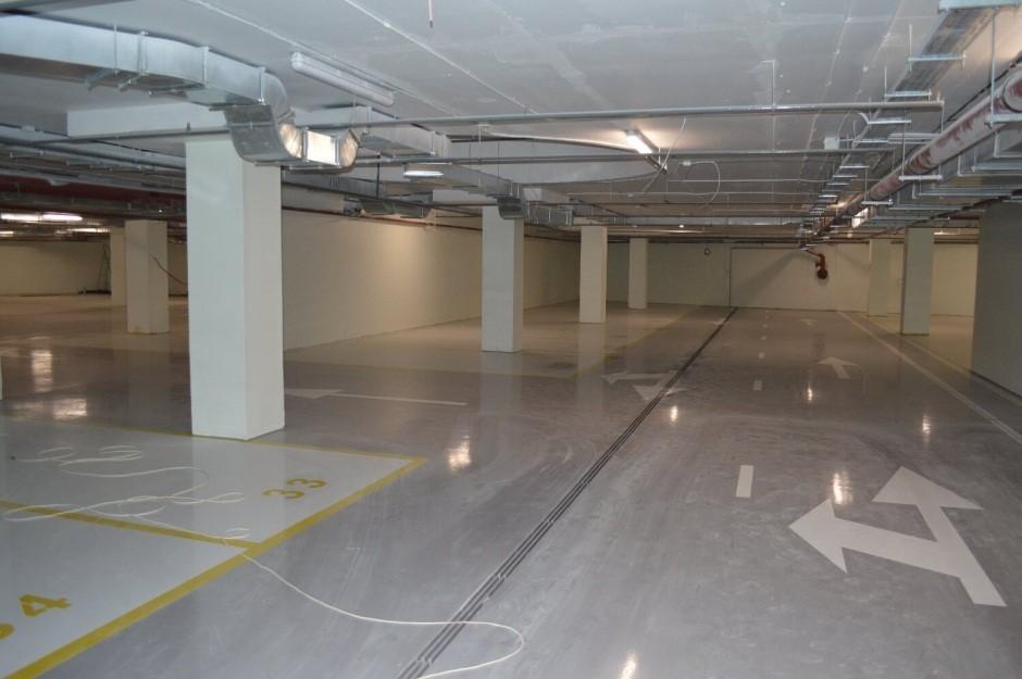 Подземный паркинг с продольным компенсационным швом
