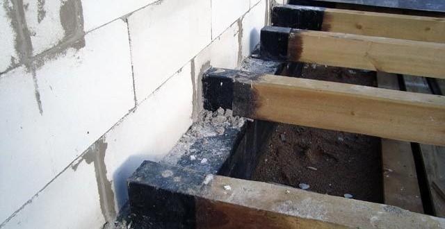 Полы первого этажа тоже часто делают на балках