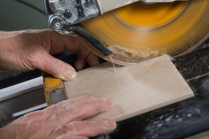 Резка керамики станком с верхним расположением двигателя