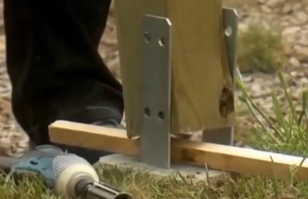 Шаг 6 – деревянные опоры