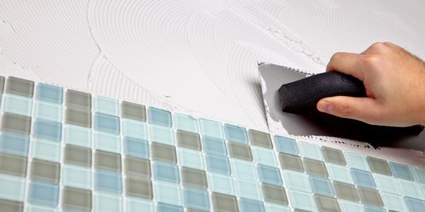 Кафельная плитка – надежный материал, который к тому же гигиеничен, с него легко удалять загрязнения