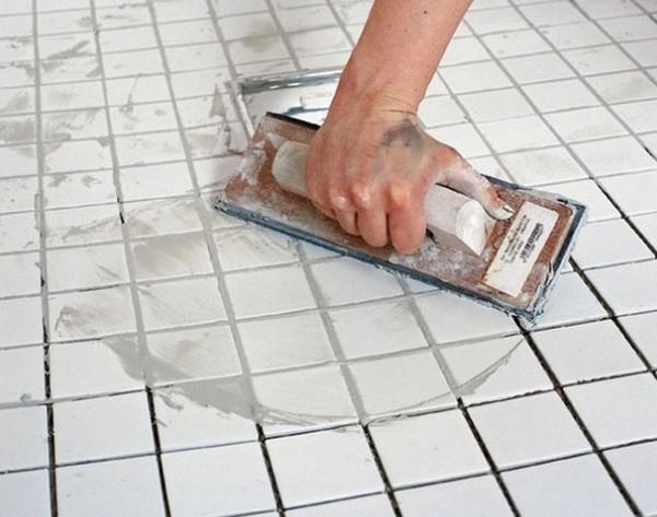 Швы можно затирать спустя сутки после кладки плитки с использованием «Юниса»