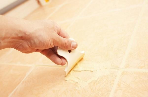 Затирка швов производится, когда клей хорошо просохнет