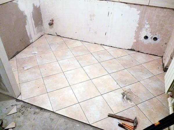 При выборе плитки важно учитывать и площадь помещения
