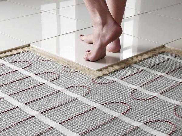 При выборе клея стоит обращать внимание на информацию, указанную на упаковке, - она подскажет, для какой плитки больше подходит тот или иной материал
