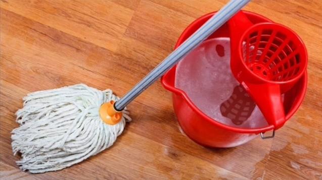 смываем раствор соды и моющее средство чистой водой и оставляем сохнуть